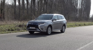 TEST: Mitsubishi Outlander PHEV Business Edition MY2020 (video)
