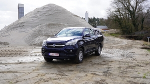TEST: SsangYong Grand Musso 2.2 E-XDI 220 4WD Crystal (video)